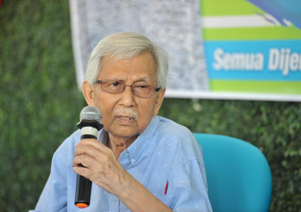 Where will Malaysia go if our grads have poor English? Daim asks