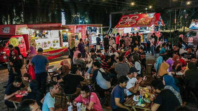 Food trucks thrive in Malaysia, but operational challenges are real